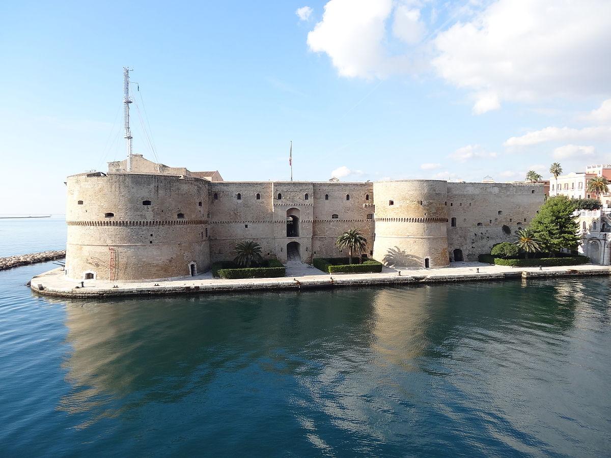 Castello_Aragonese(Taranto).JPG